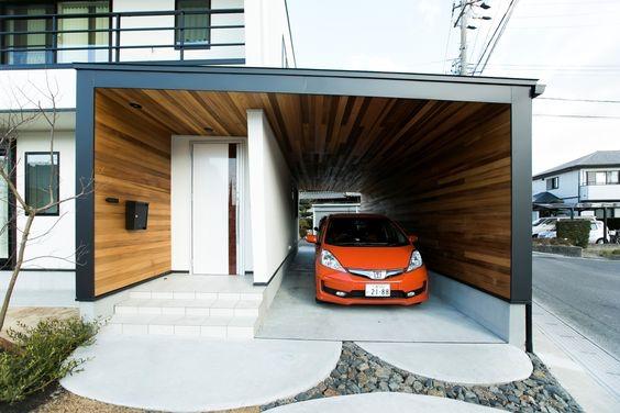 Carport dengan Lantai Keramik Bergaya Klasik