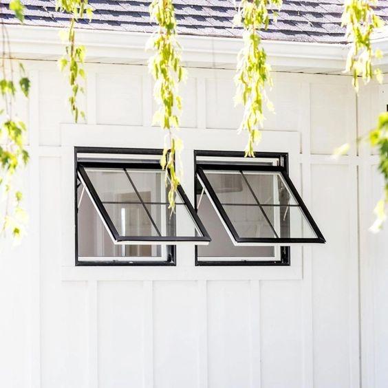 Ventilasi Model Awning Window Rangka Hitam