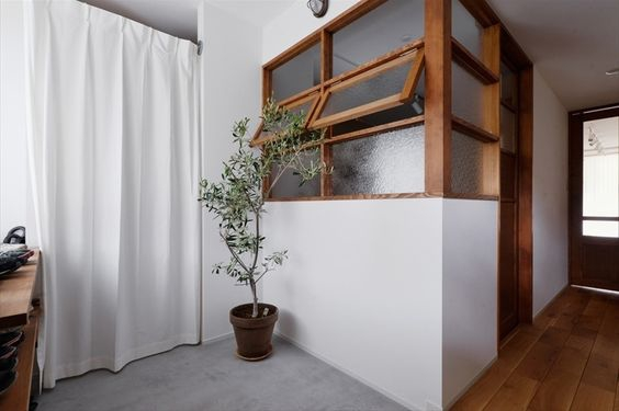 Ventilasi Model Awning Window Rangka Kayu
