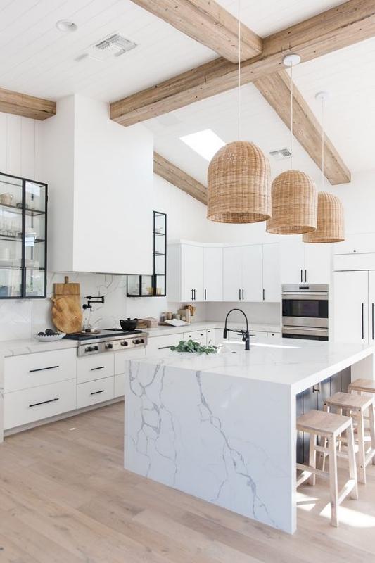 Dapur Minimalis dengan Hiasan Lampu Kayu Unik