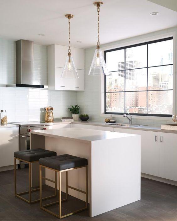 Dapur Minimalis dengan Kursi Besi Kotak