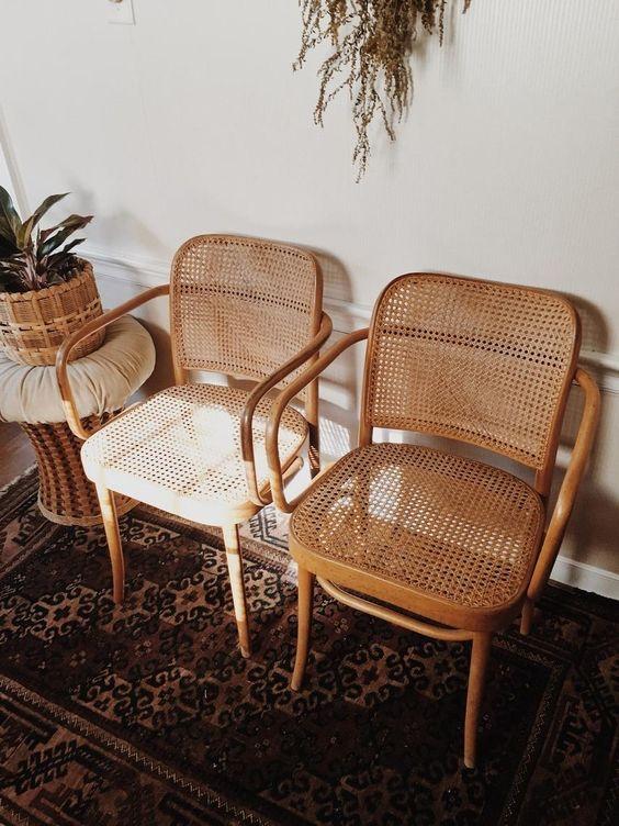 Kursi Vintage untuk Teras Rumah