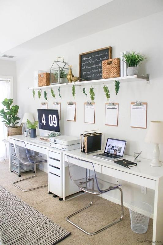 Meja Kerja dengan Papan Tulis dan Papan Gantungan