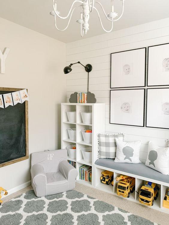 Ruang Bermain Anak dengan Kursi Santai yang Empuk
