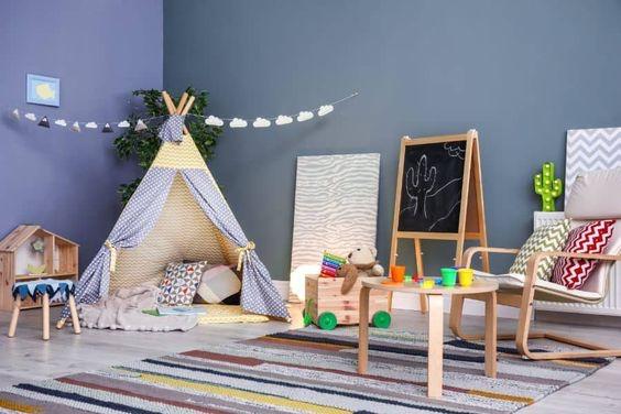 Ruang Bermain Anak dengan Tenda dan Meja Kursi Santai