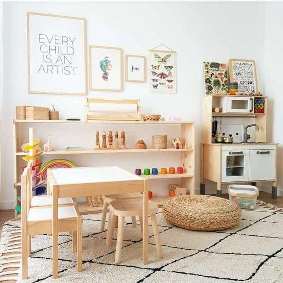 Ruang Bermain dengan Konsep Perabot Kayu
