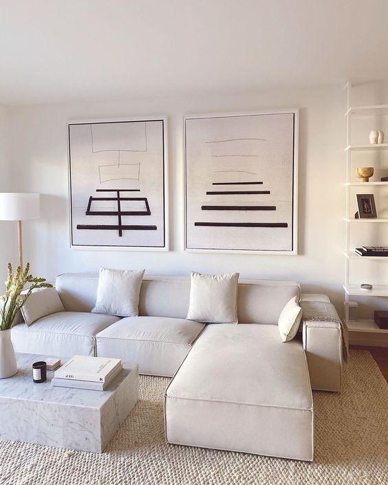 Ruang Tamu Minimalis dengan Hiasan Dinding Simple