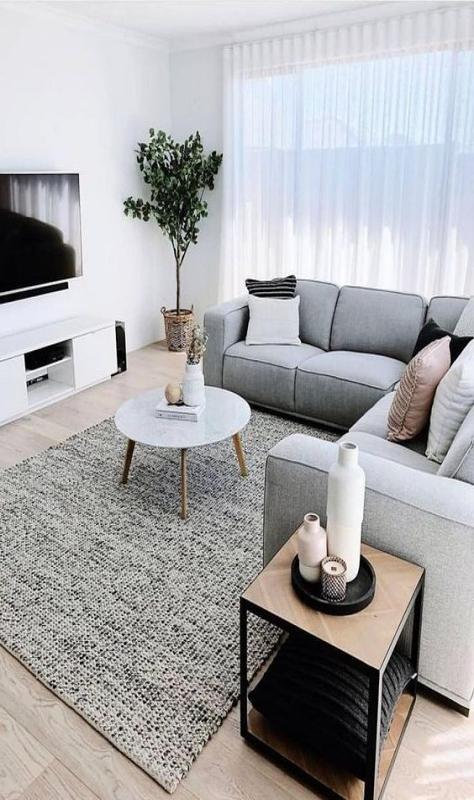 Ruang Tamu Minimalis dengan Penggunaan Warna yang Lembut dan Bersih